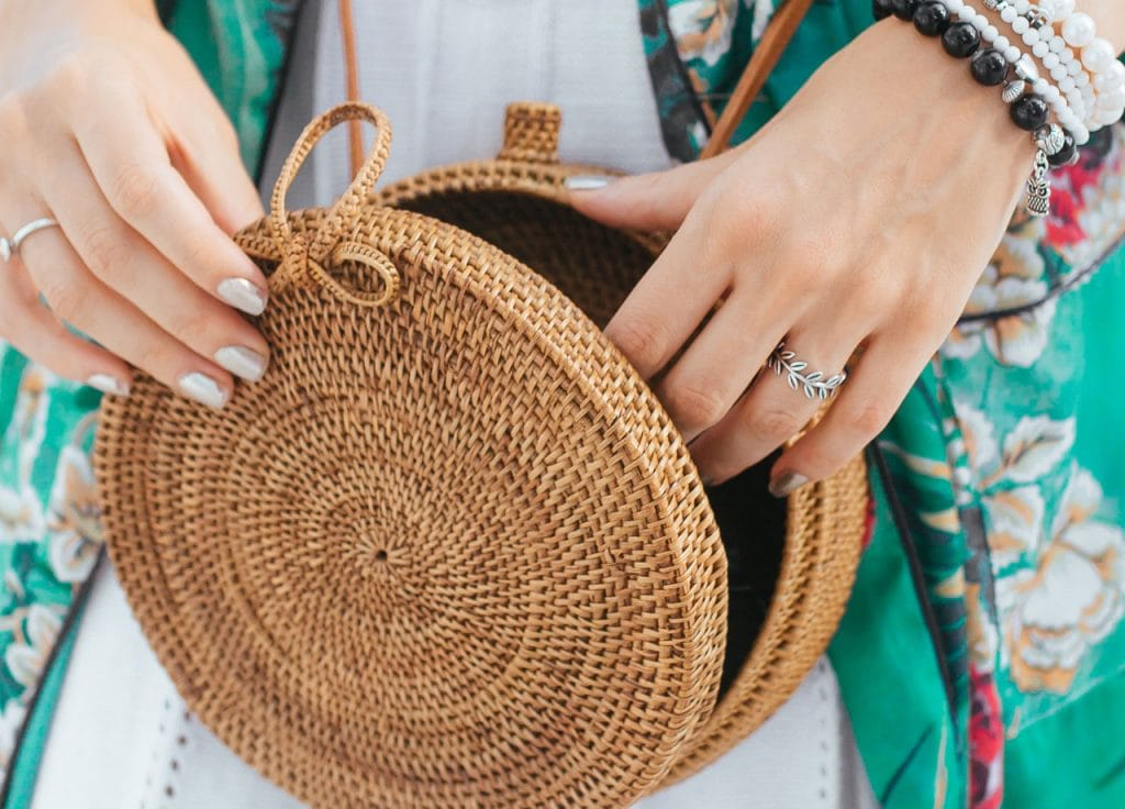 what to wear with a brown purse